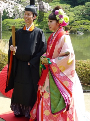 平安神宮で十二単の結婚式